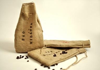 Dárkové balení kávy v jutovém pytlíku s věnováním dle Vašeho přání.